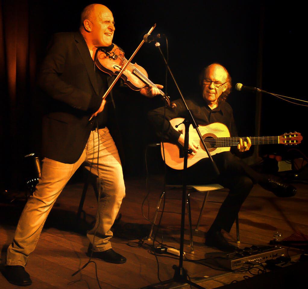 Burr und Klaiber auf der Bühne, Geige und Gitarre