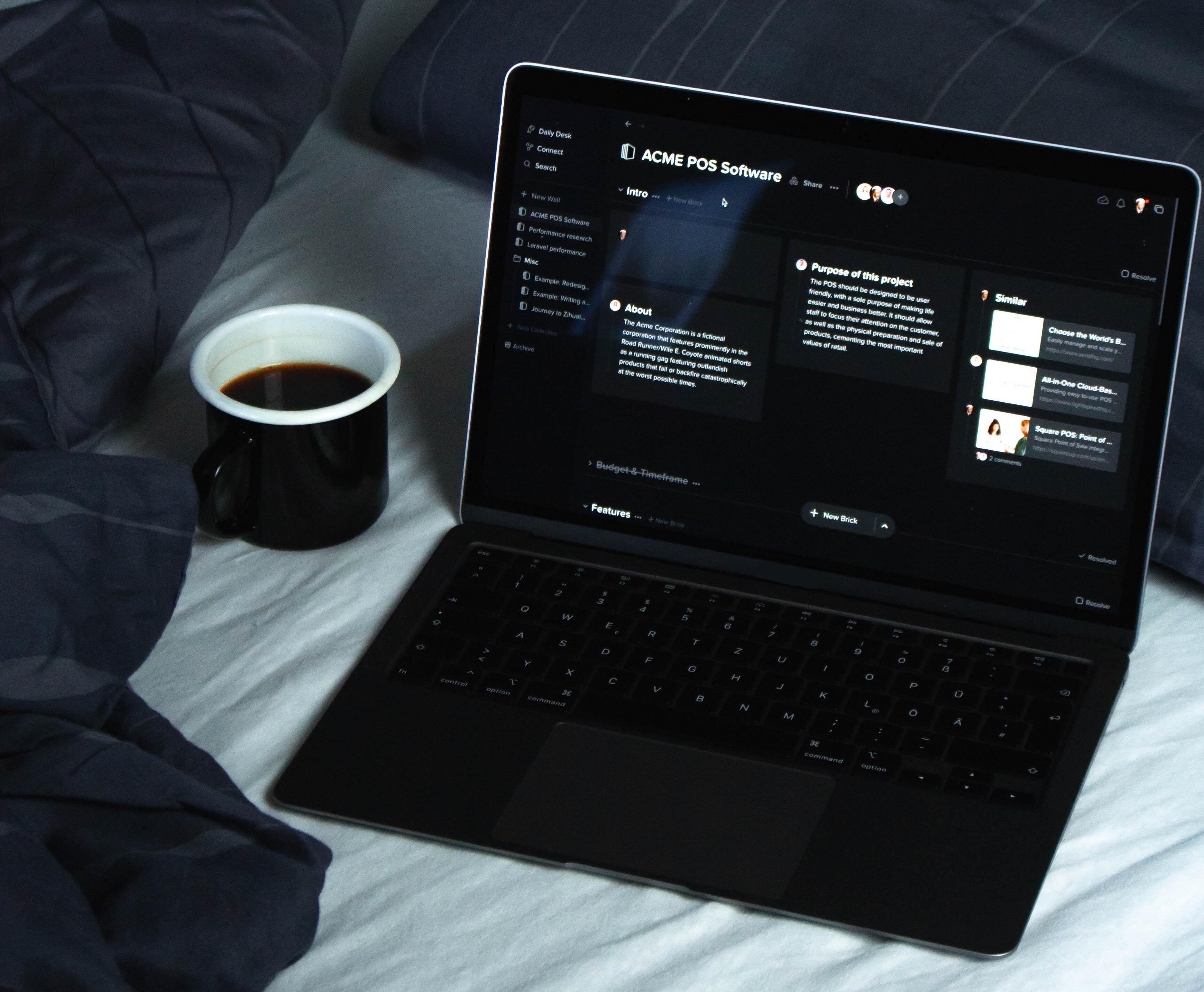 Computer mit Windows 10 Dark Mode