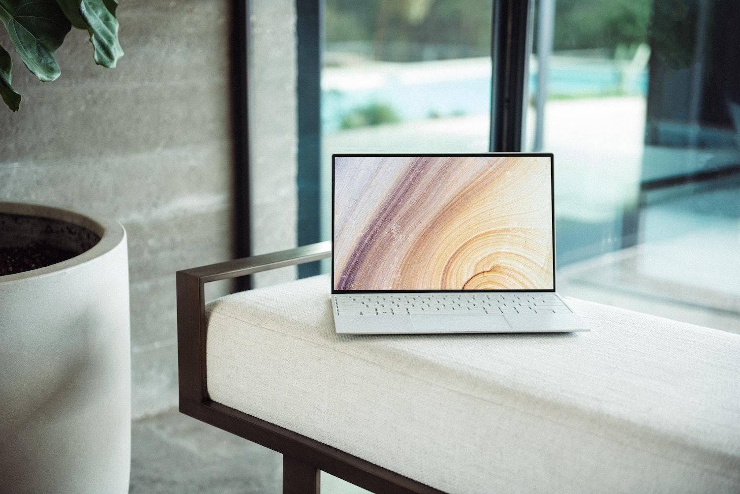 Computer mit gedrehtem Bildschirm